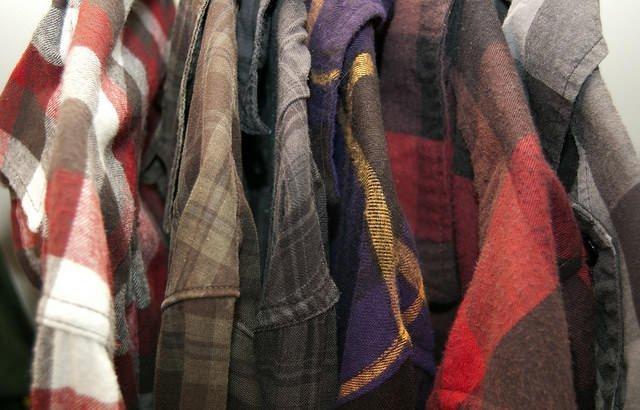 flanellen-shirt-ruitjes-blouse-grunge-jaren-90-dresscode